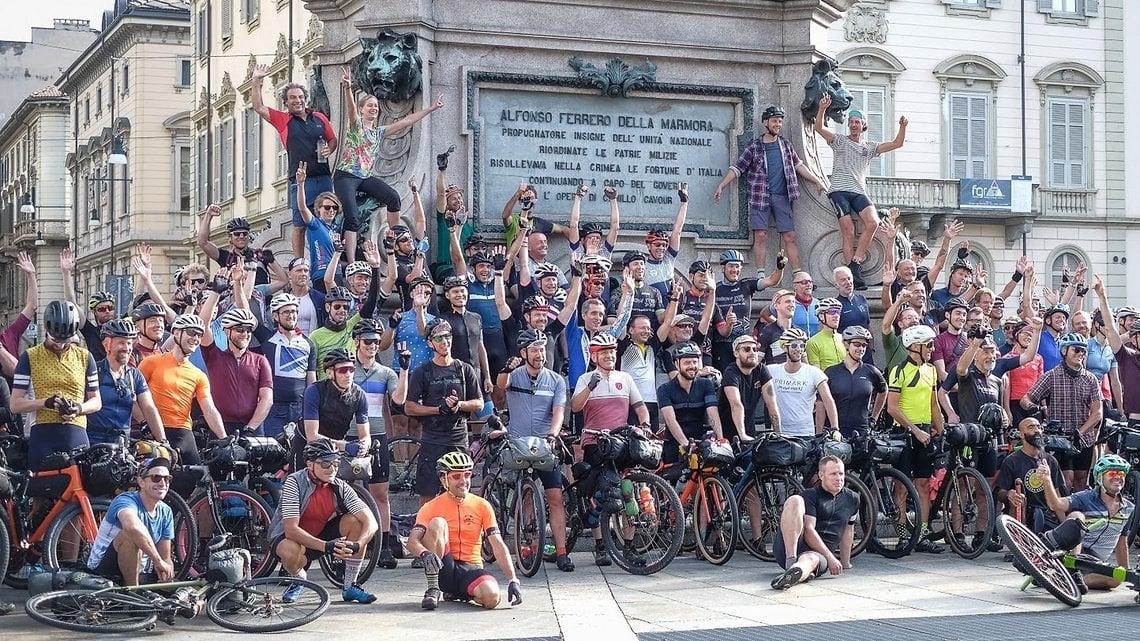 Start in Turin mit Teilnehmern aus vielen Nationen