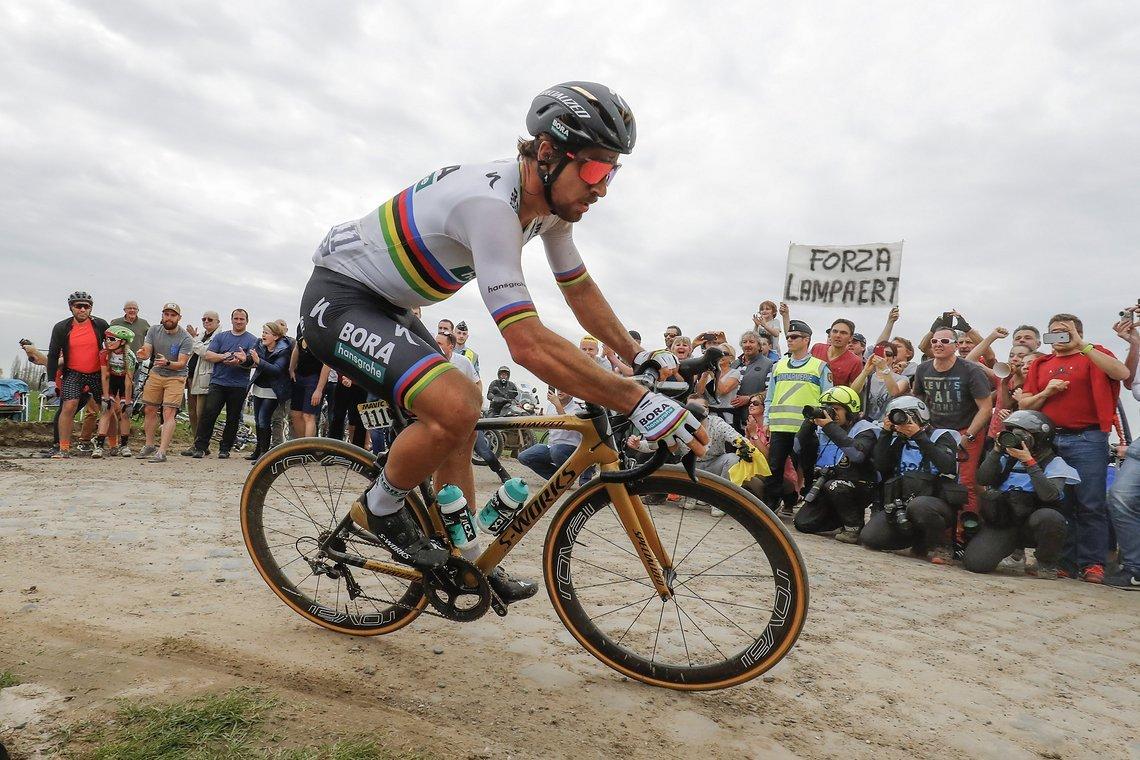 Sagan auf dem Specialized Roubaix S-Works aus seiner eigenen Kollektion