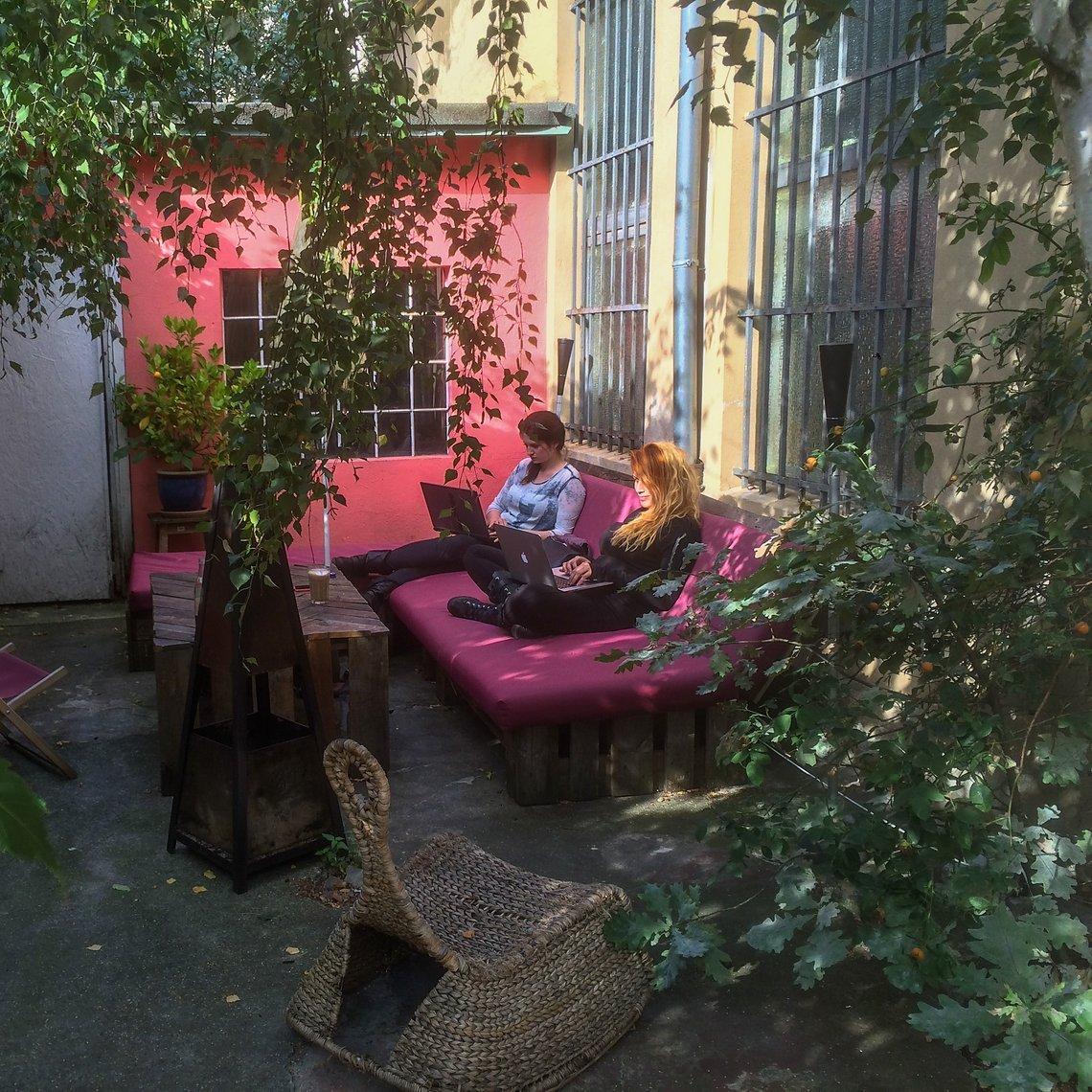 Workflow im Garten des Ateliers.