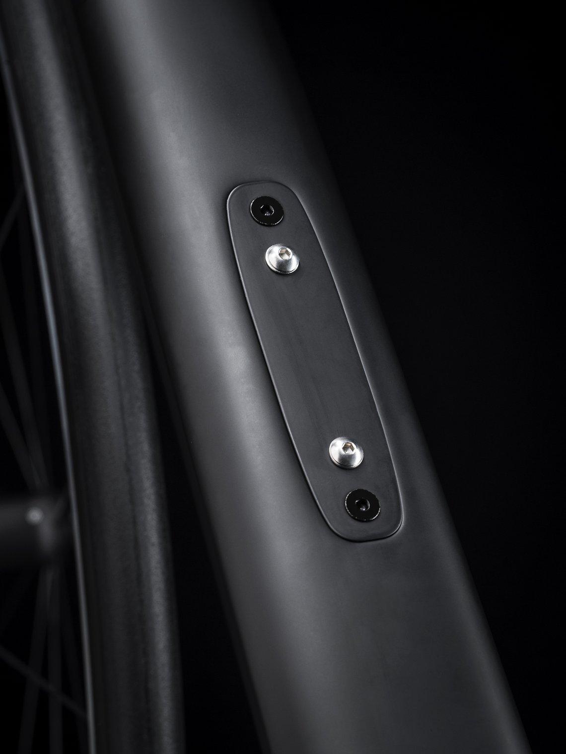 Der Akku für die elektronische Shimano Di2-Schaltung ist unauffällig im Unterrohr verstaut.