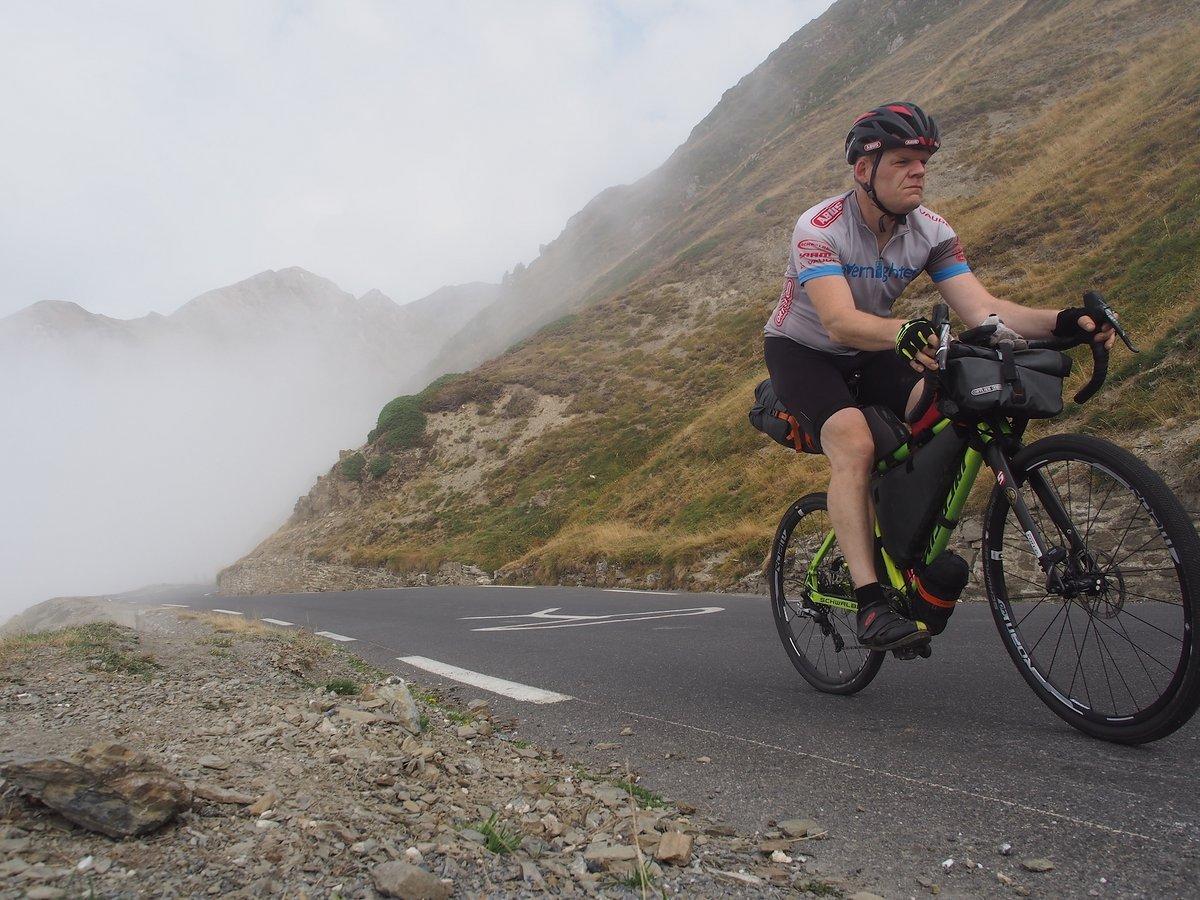 Mit voller Bikepacking-Ausrüstung ist ein Gravelbike keine Bergziege mehr