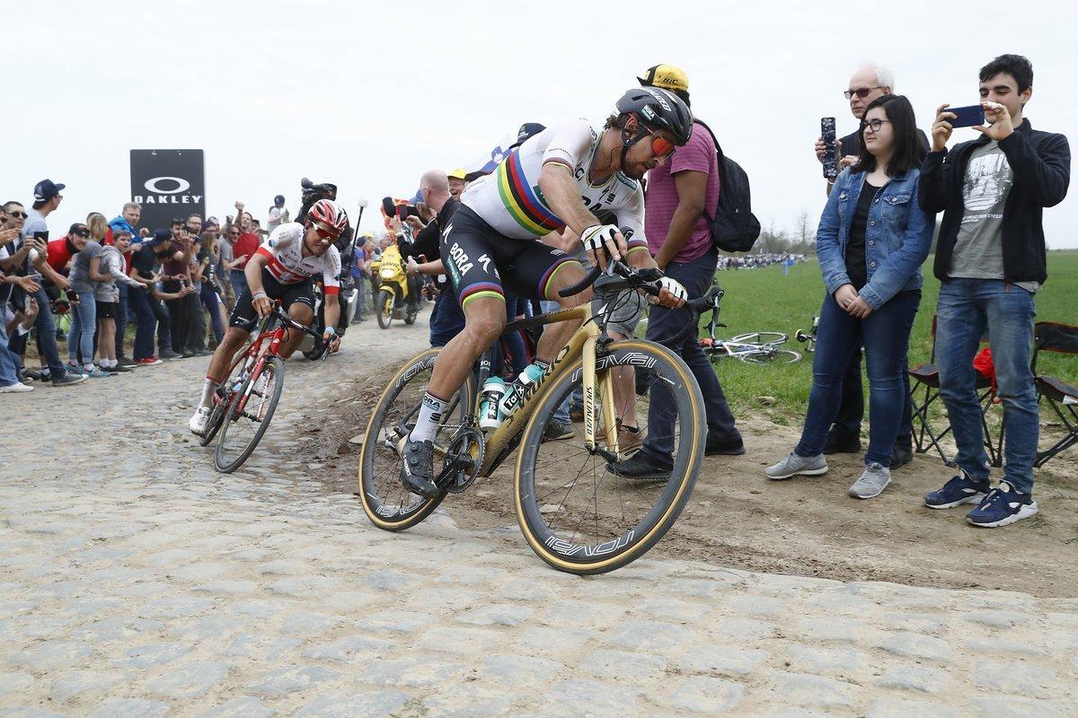 Dillier bleibt trotz langer Solofahrt zuvor immer hart am Hinterrad des Weltmeisters