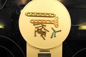 Schrauben und Platten für Schlüsselbeine