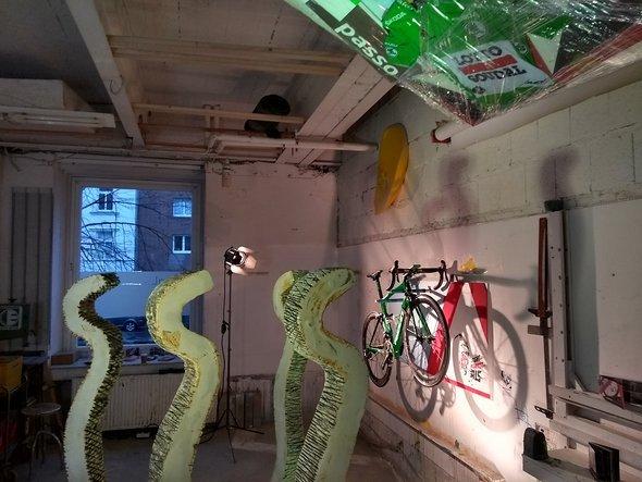 Installation mit Grünem Trikot bei den Passagen