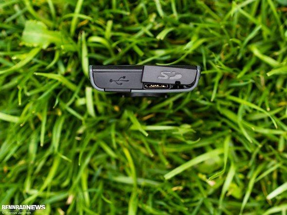… und Platz für eine Micro-SD-Karte an der Unterseite