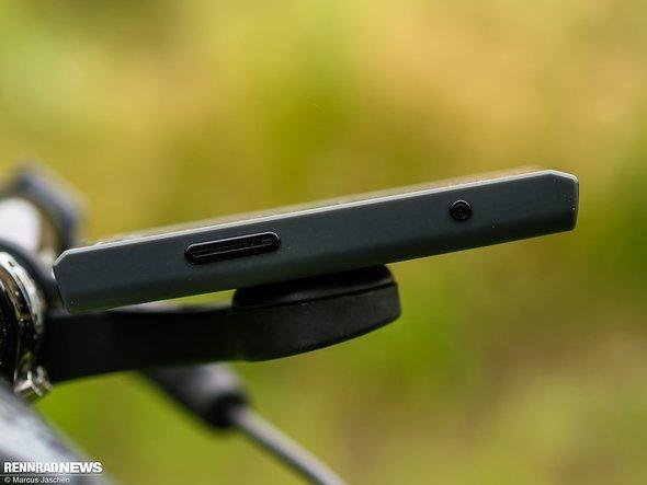 Ein-/Aus-Schalter und Vorwärts-Blättern-Taste befinden sich auf der rechten …