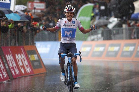 Carapaz gewinnt die 8. Etappe im Regen